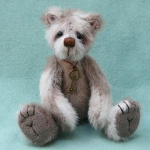 Hugglets Winter Bearfest miniature artist bear