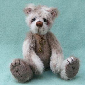 Hugglets Winter Bearfest miniature artist bear