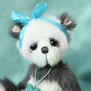 Small artist teddy bear by pipkins bears