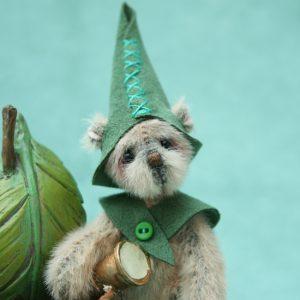 Miniature artist bear | roger