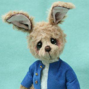 Miniature artist bear friend | Samuel