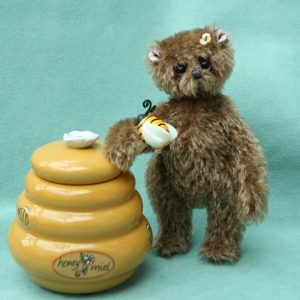 Small artist bear   Miel