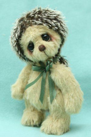 Miniature artist bear friend | hector hedgehog
