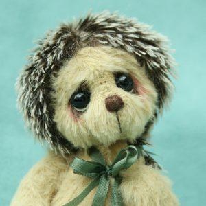 iniature artist bear friend | hector hedgehog