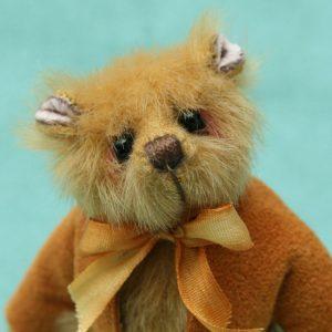 Miniature artist bear   Norman