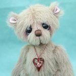 Small artist bear   Amoure