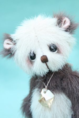 "Miniature artist bear | wǒ xiǎng nǐ - ""I miss you."""