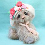 Medium Artist teddy bear   Bouquet