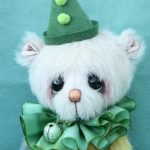 Medium Artist teddy bear | little Pea