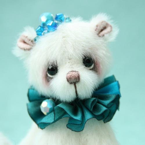 miniature artist bear | Ice