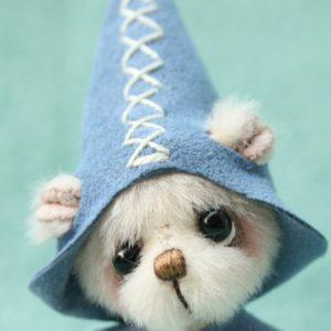 miniature artist bear- mungo the elf by pipkins bears