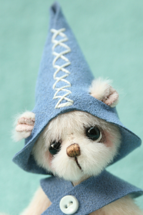 miniature artist bear- mungo the elf by pipkins bears
