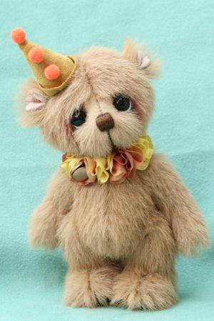 artist bear by Jane Mogford of Pipkins bears