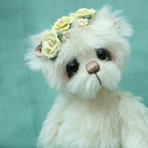 Artist teddy bear by pipkins bears -Primrose