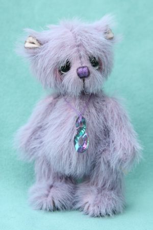 miniature Artist teddy bear created by Jane Mogford of Pipkins Bears