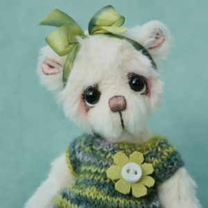 Miniature Artist teddy bear created by Jane Mogford of Pipkins Bears