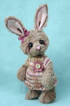 miniature Artist bunny - Artist teddy bear created by Jane Mogford of Pipkins Bears