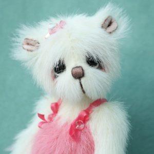 Ballerina Artist teddy bear created by Jane Mogford of Pipkins Bears