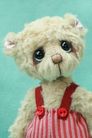 artist teddy bear created by Pipkins bears