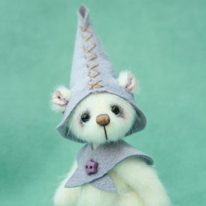 miniature elf artist bear created by Jane Mogford of Pipkins Bears
