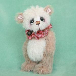Finley , miniature artist bear by Jane Mogford of Pipkins Bears